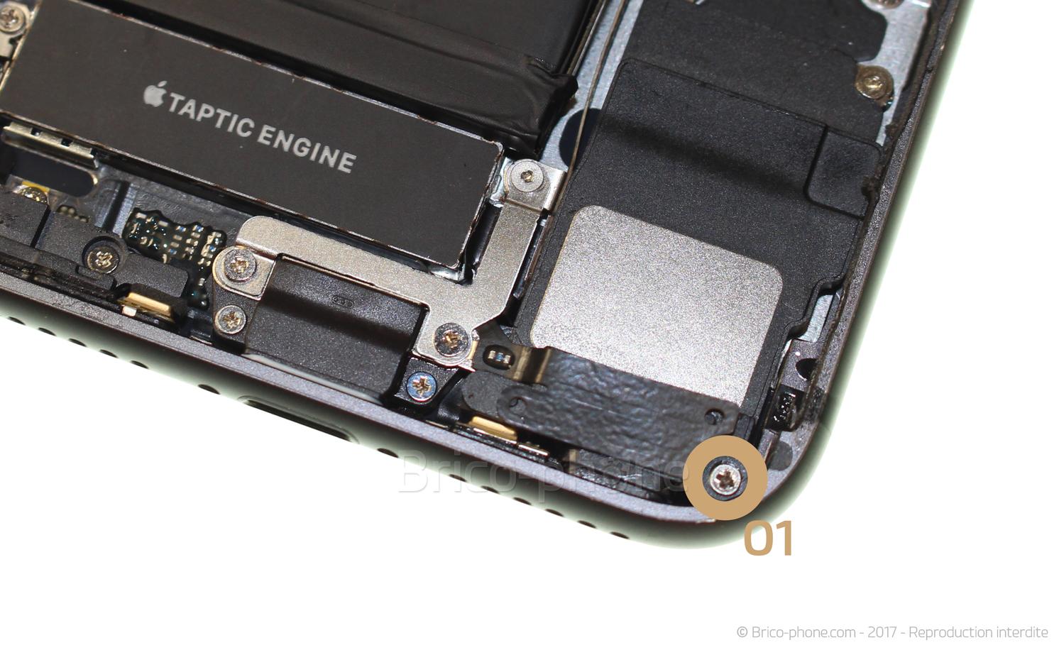 Etape 19 : Décoller l'antenne du bloc haut-parleur