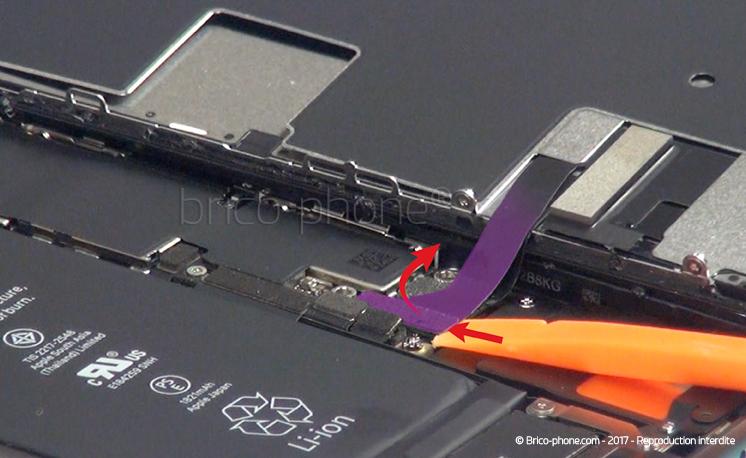 Etape 9 : Déclipser les nappes de l'écran