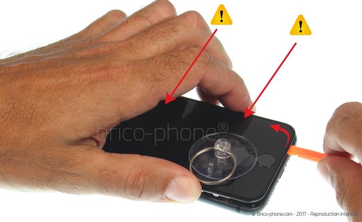 Etape 5 : Déclipser l'écran