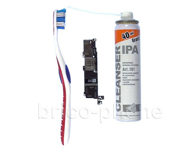 Etape 11a : Nettoyer les connecteurs des nappes