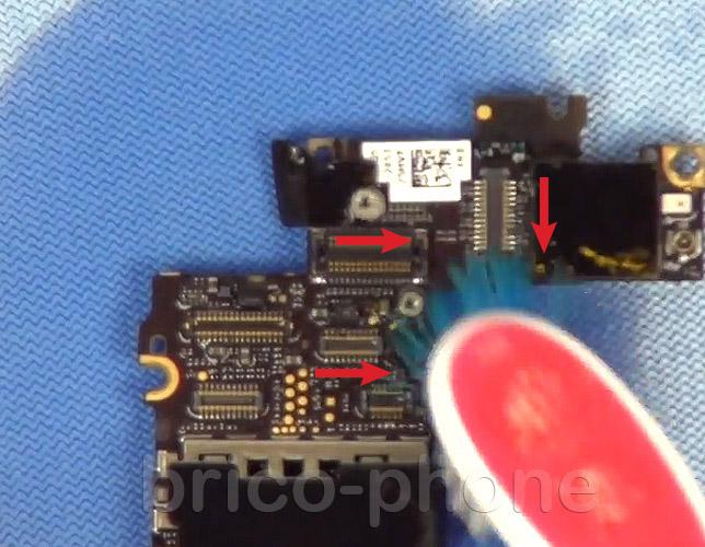 Etape 11g : Nettoyer les connecteurs des nappes