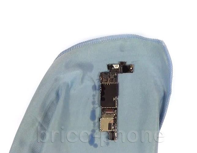 Etape 11c : Nettoyer les connecteurs des nappes