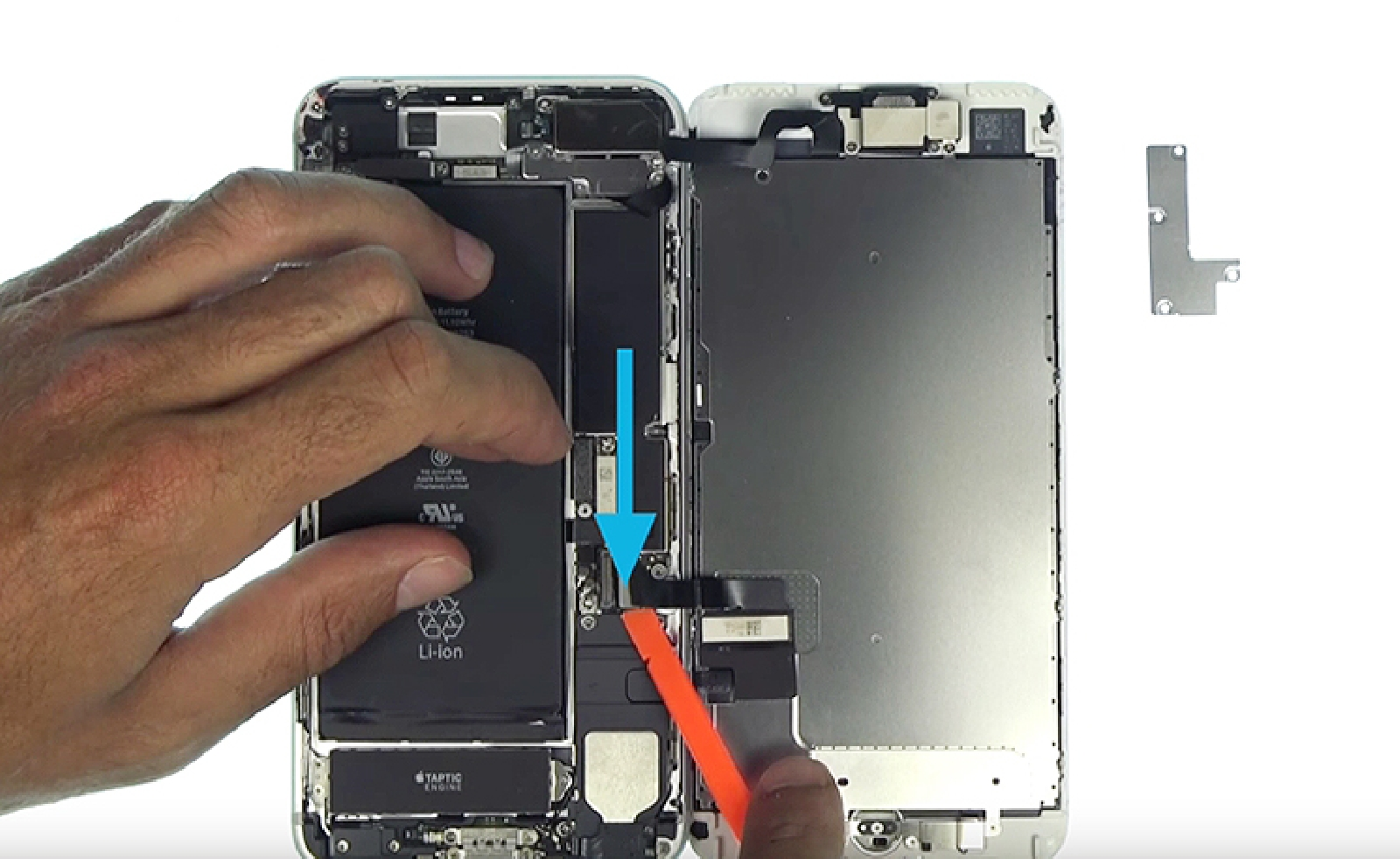 Etape 6 : Déconnecter les nappes de l'écran