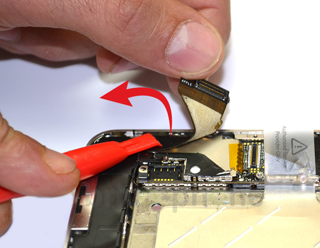 Etape 3c : Déconnecter les nappes Dock/USB et GSM