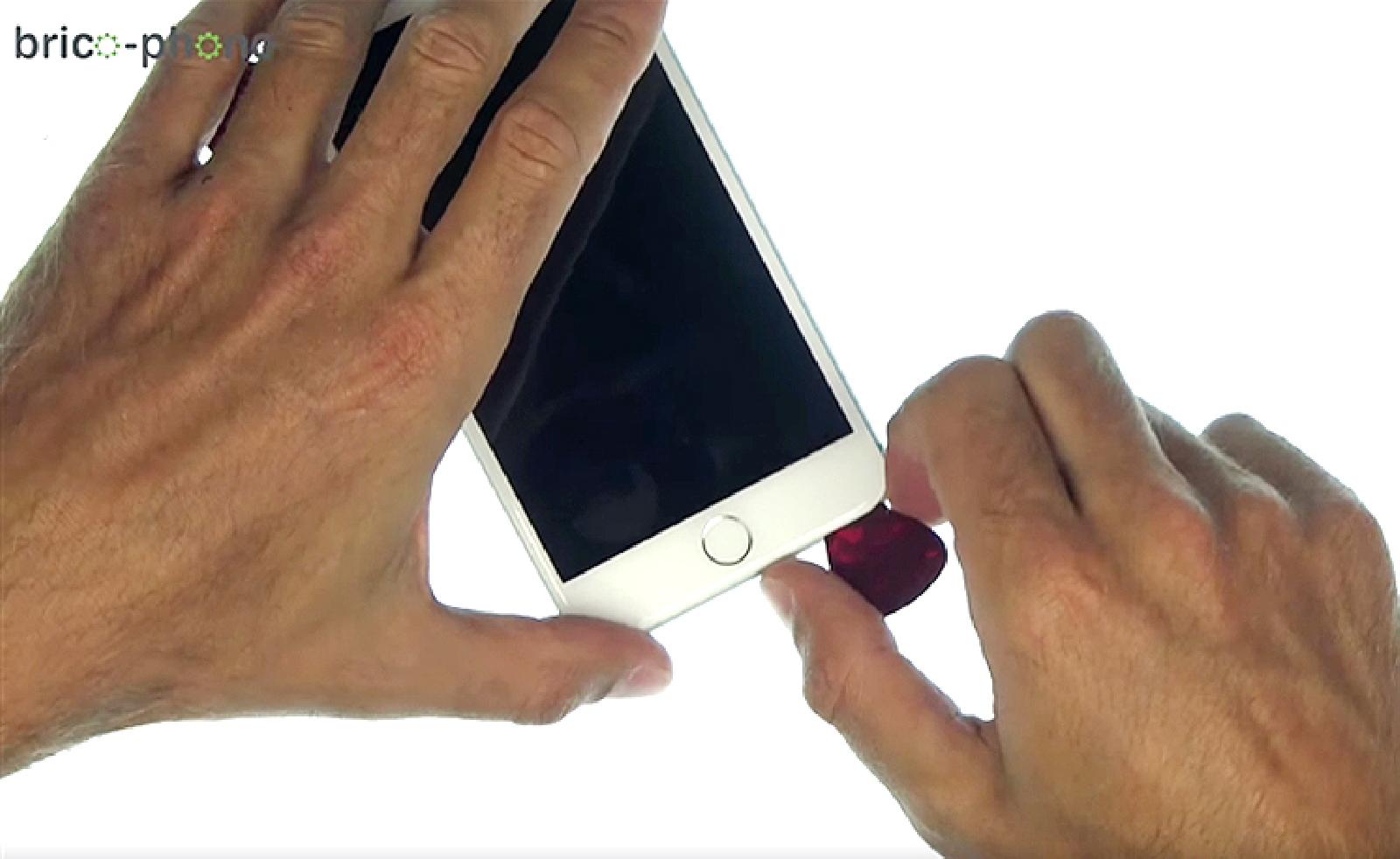 Etape 3 : Déclipser l'écran à l'aide d'une ventouse