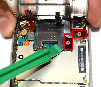 ETAPE 3 : Déconnecter les nappes du tactile et du LCD