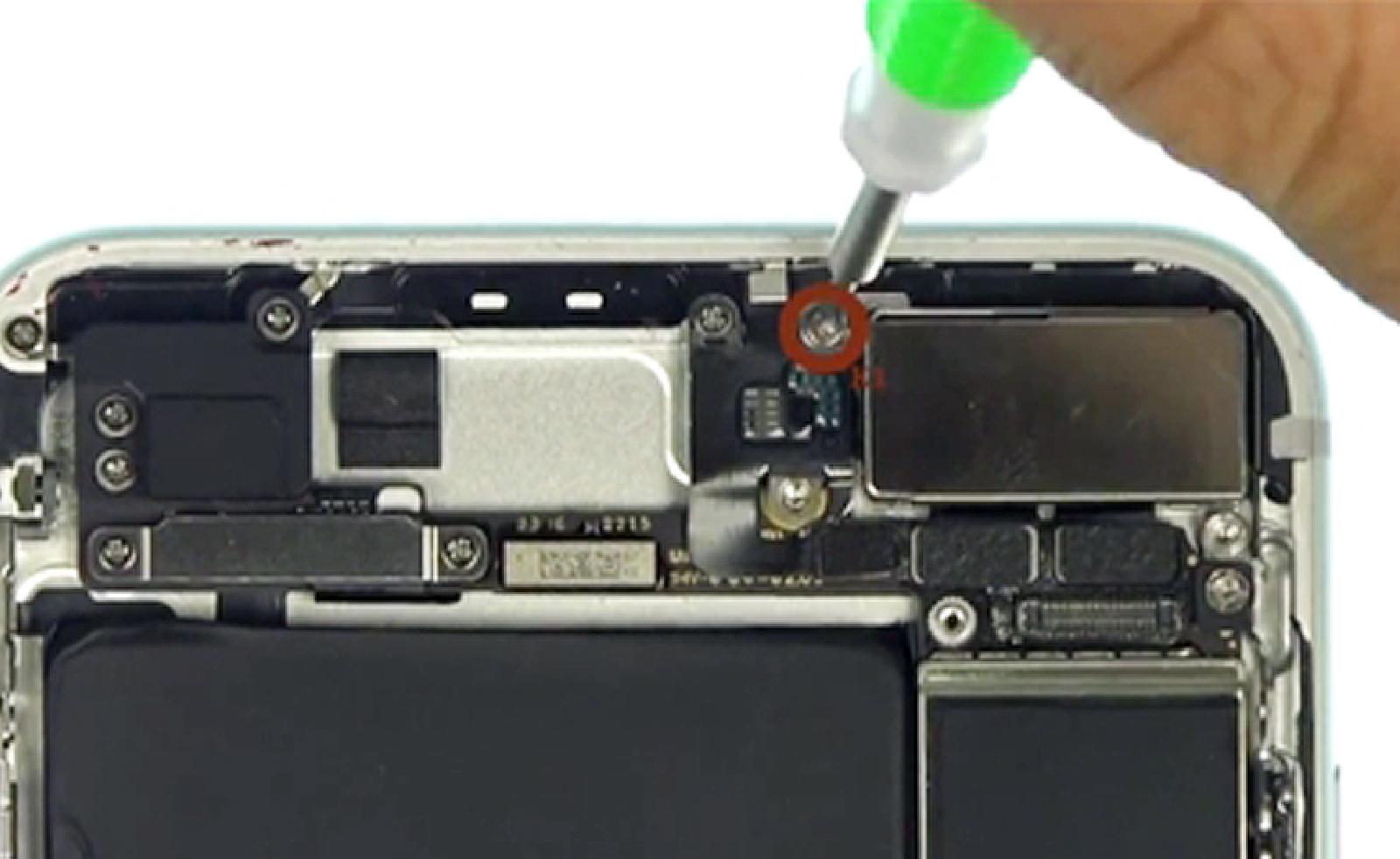 Etape 10 : Retirer la plaquette de protection des caméras