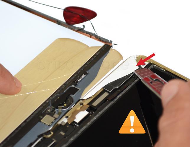 Etape 7a : Soulever l'écran LCD