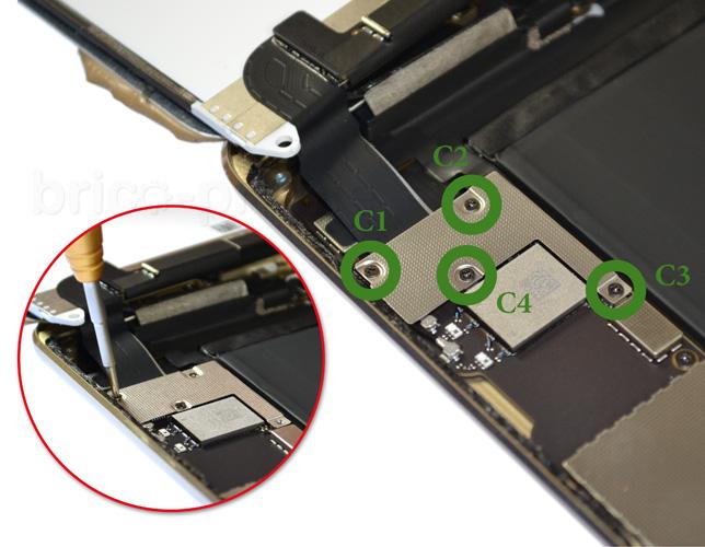 Etape 9a : Déconnecter les nappes de l'écran