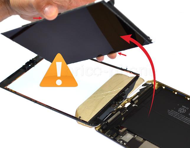 Etape 10 : Retirer le LCD