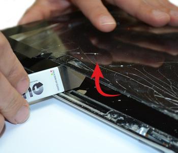 ETAPE 6a : Retirer la vitre tactile