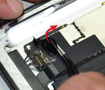 ETAPE 11a : Retirer les connecteurs en bas de la carte mère