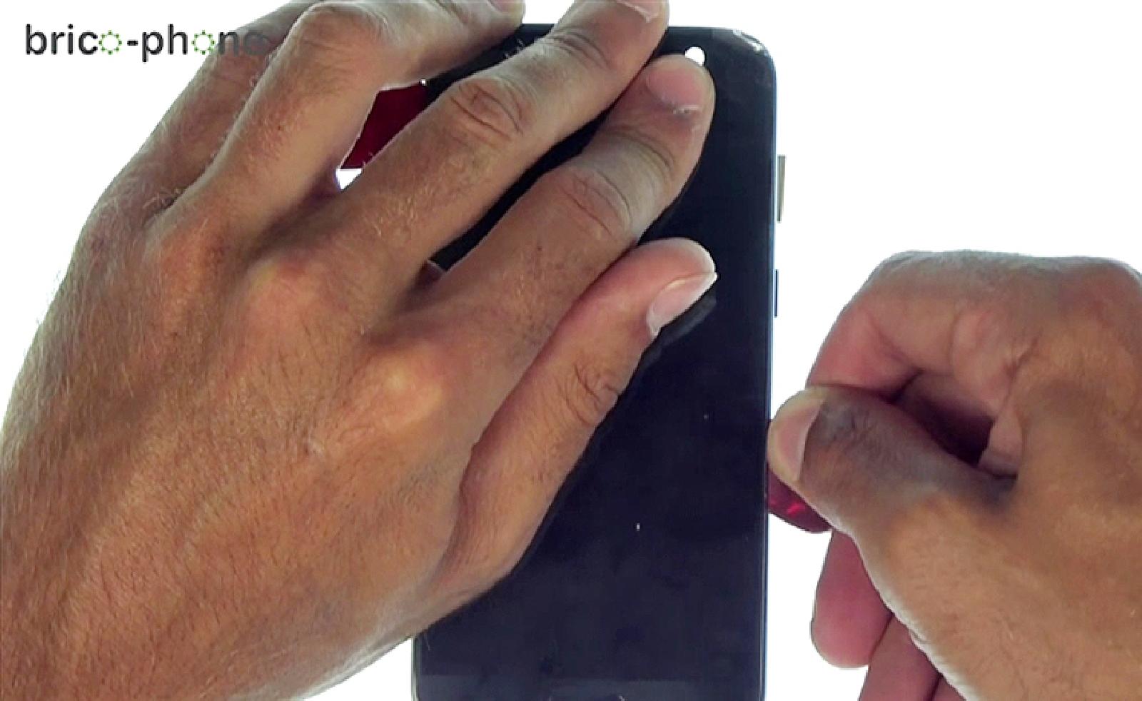 Etape 11 : Décoller et retirer  l'écran