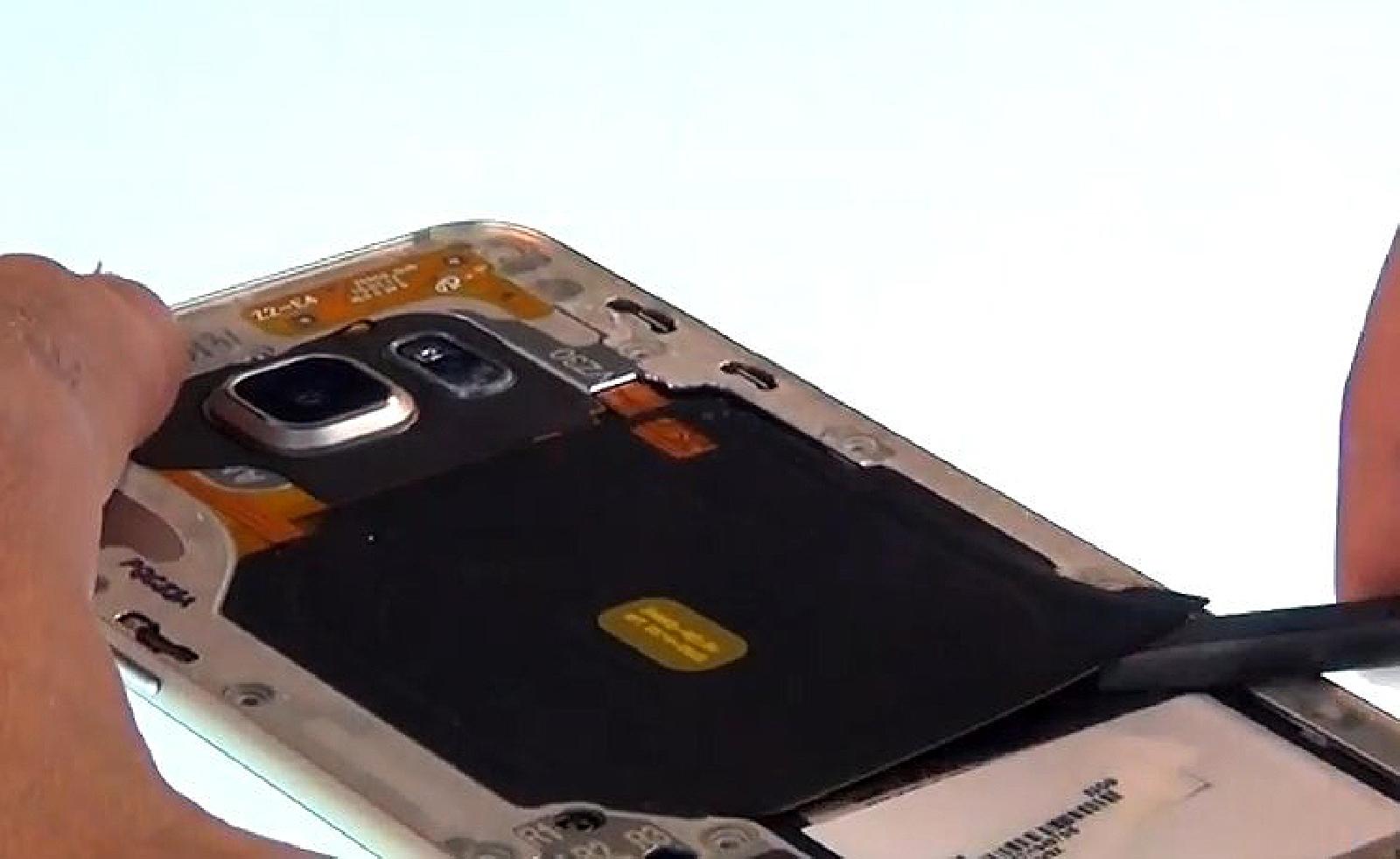 Etape 5 : Séparer le bloc écran et le châssis