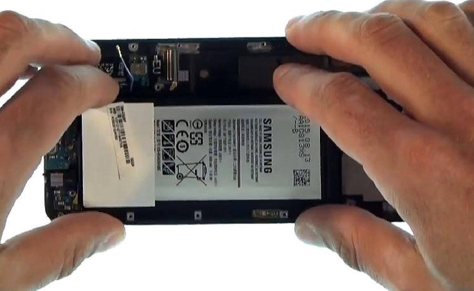 Etape 4 : Décoller la batterie