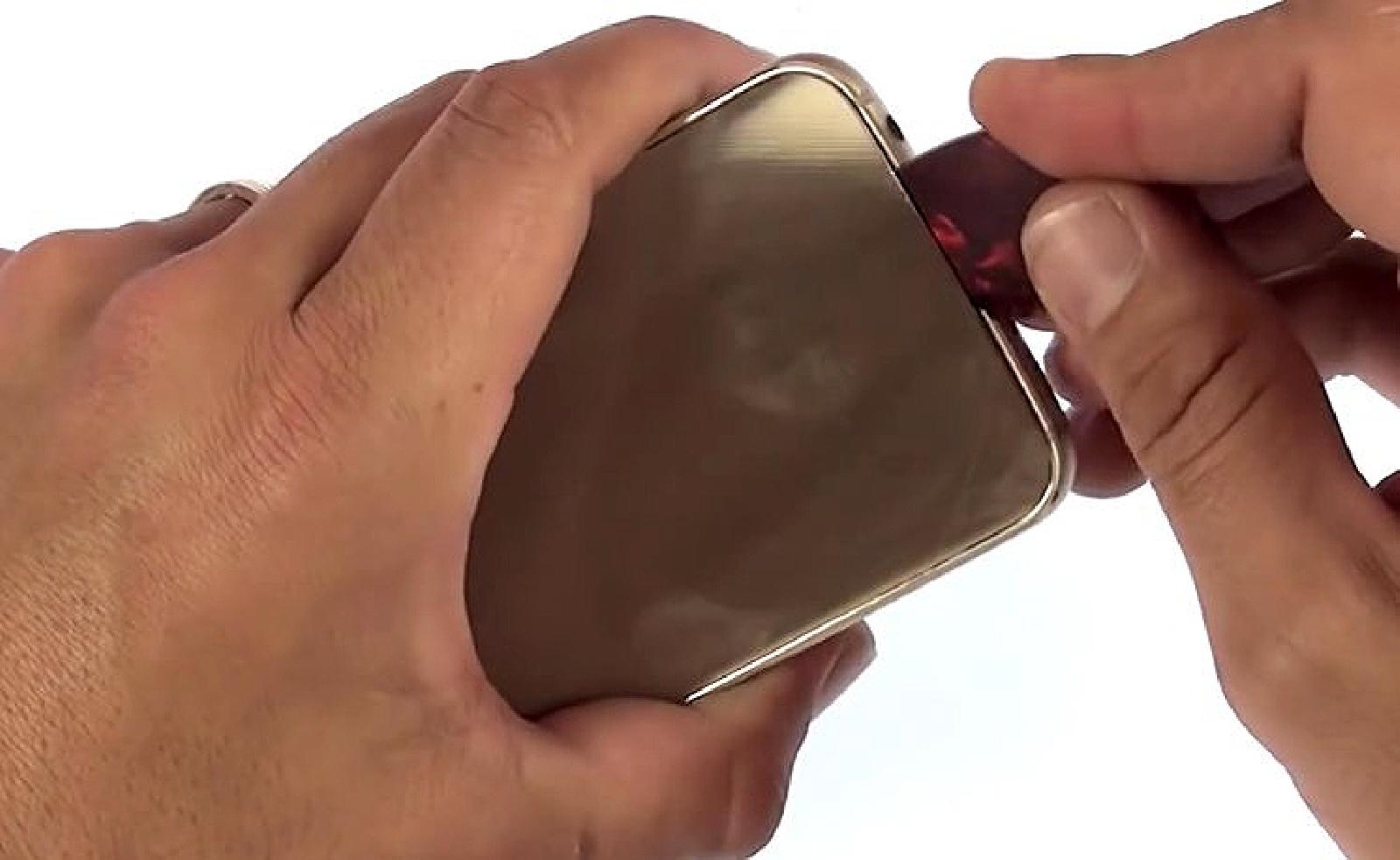 Etape 1 : Décollez la vitre arrière du Samsung S6 Edge