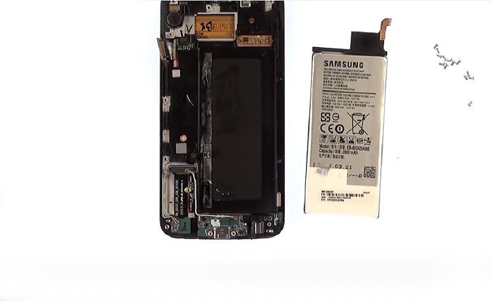 Etape 5 : Décoller et retirer la batterie