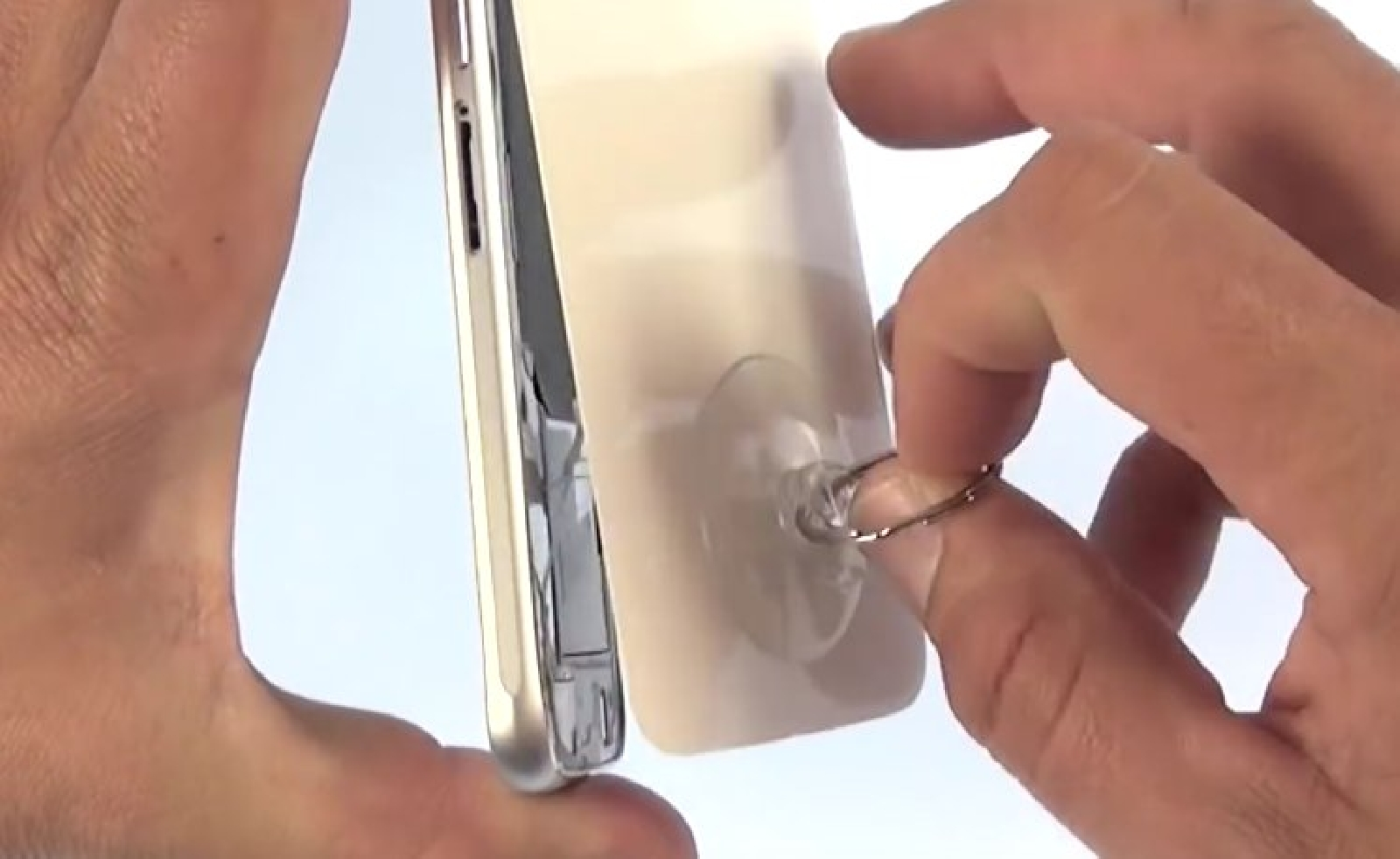 Etape 3: Retirer la vitre et nettoyer le châssis