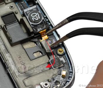 ETAPE 6e : Retirer la nappe volume, écouteur interne