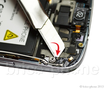 ETAPE 5a: Retirer l'antenne GSM WIFI