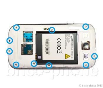 ETAPE 3a : Retirer les caches de protection en plastique