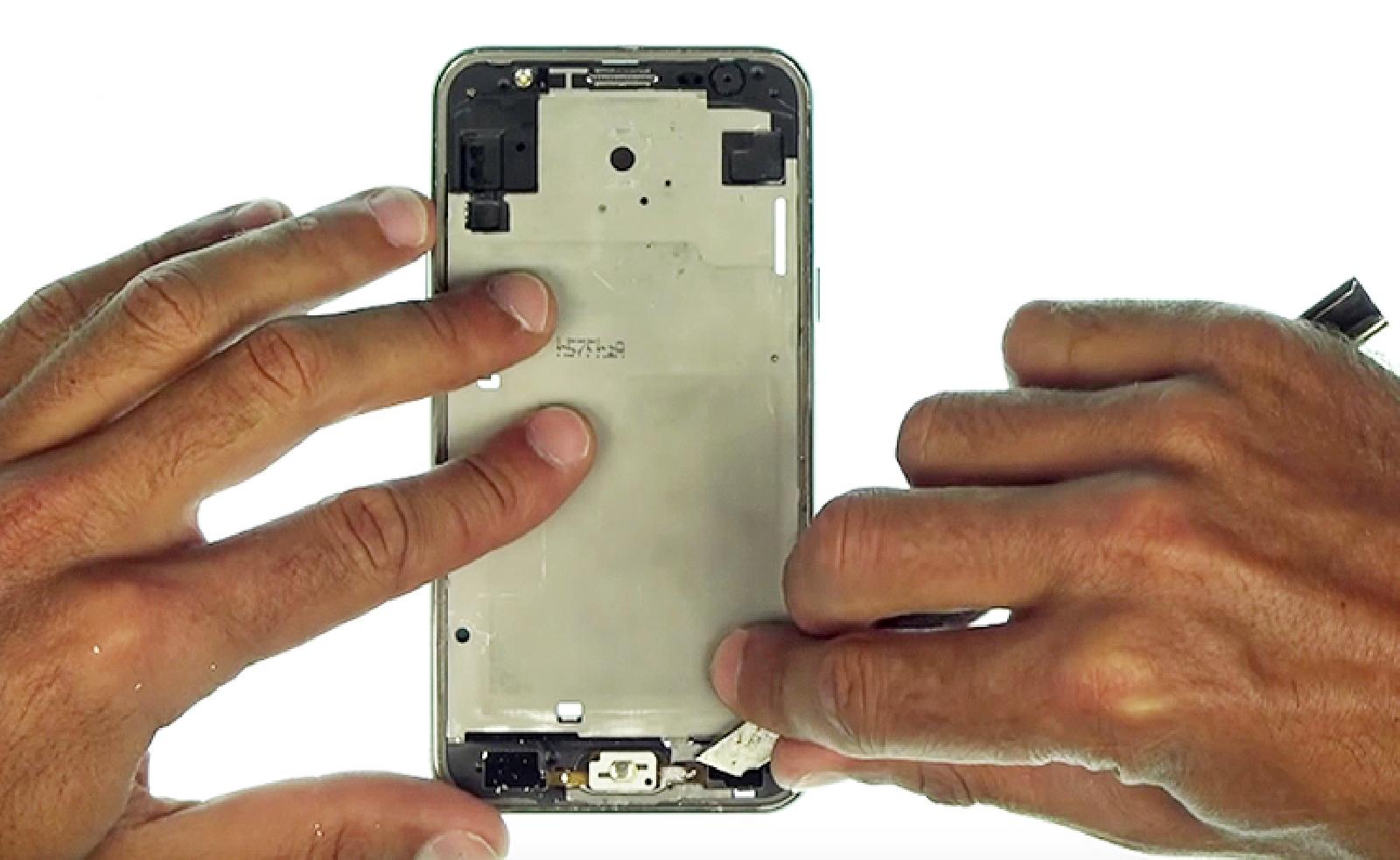 Etape 7 : Retirer les restes de l'écran