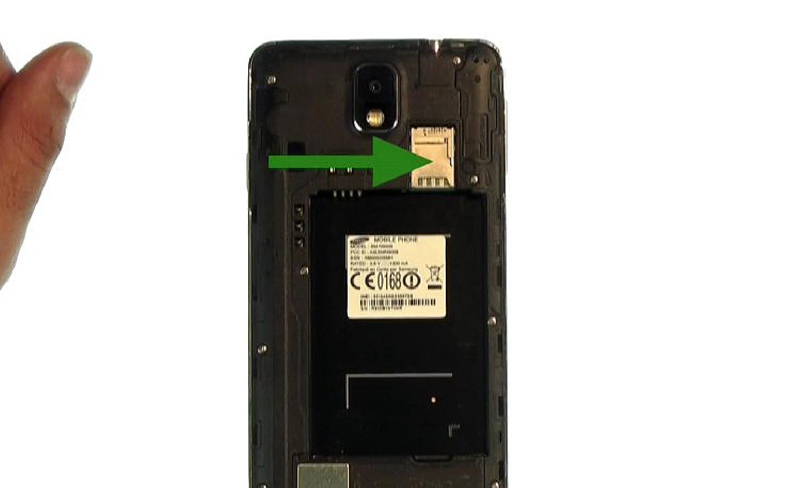 Etape 3 : Retirer la batterie et es cartes SIM et microSD