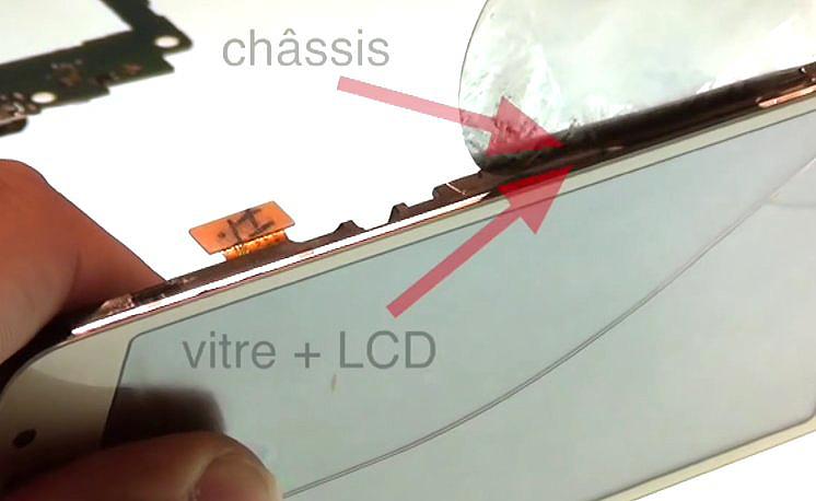 Etape 3-C : Décollez le bloc écran du châssis interne.