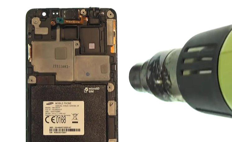 Etape 3-A : Décollez le bloc écran du châssis interne.