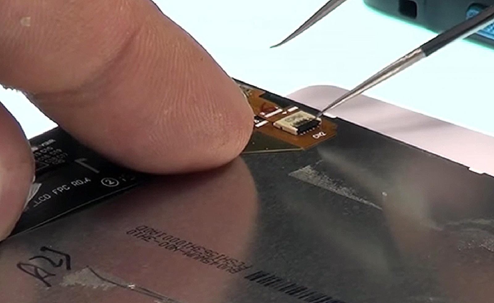 Etape 10 : Déconnecter l'écran