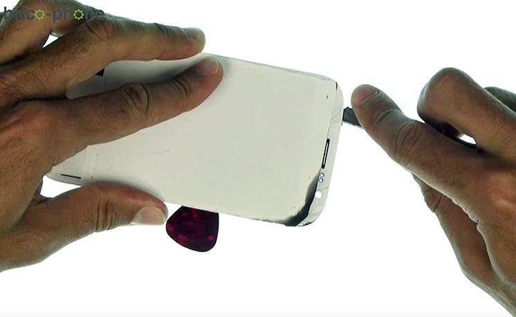 Etape 3g : Décoller la vitre tactile