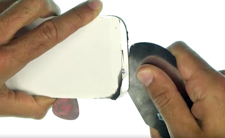 Etape 3h : Décoller la vitre tactile