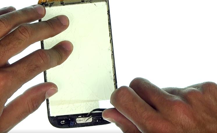 Etape 3n : Décoller la vitre tactile