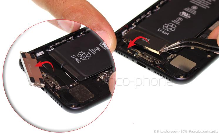Etape 10 : Déloger le vibreur Taptic Engine