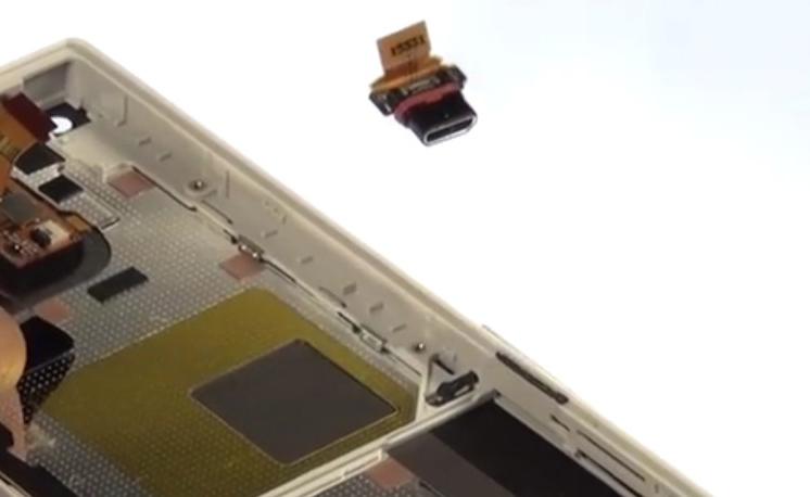 Etape 4/2 : Retirez les pièces sur le chassis