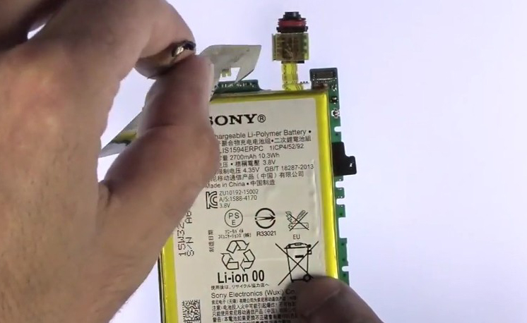 Etape 4/2 : Décollez la batterie