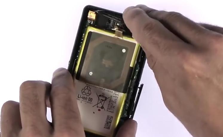 Etape 3/12 : Retirer le bloc carte-mère / Batterie