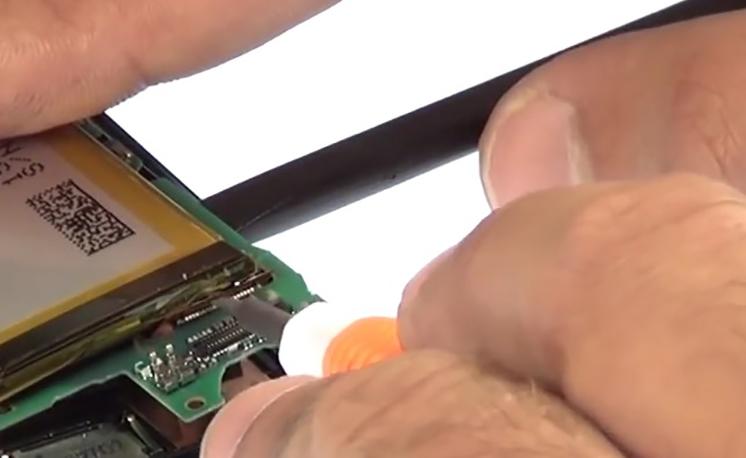 Etape 3/9 : Retirer le bloc carte-mère / Batterie