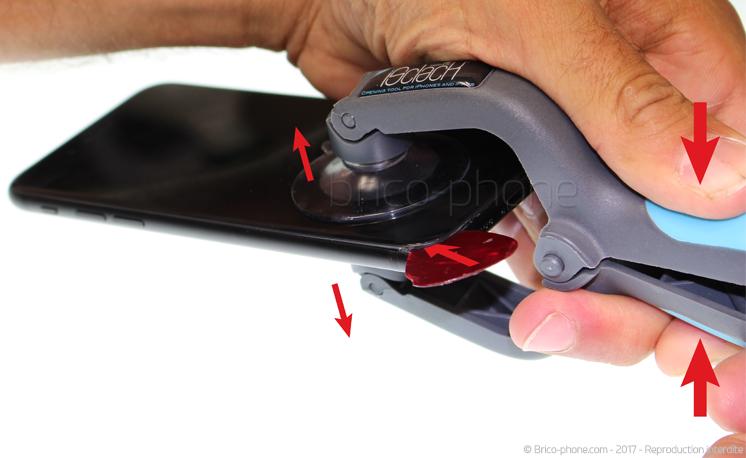Etape 3 bis : Déclipser l'écran à l'aide du iSclack (Seconde méthode)