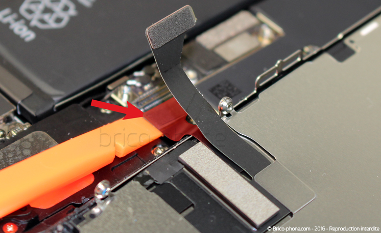 Etape 7 : Déconnecter les nappes de l'écran