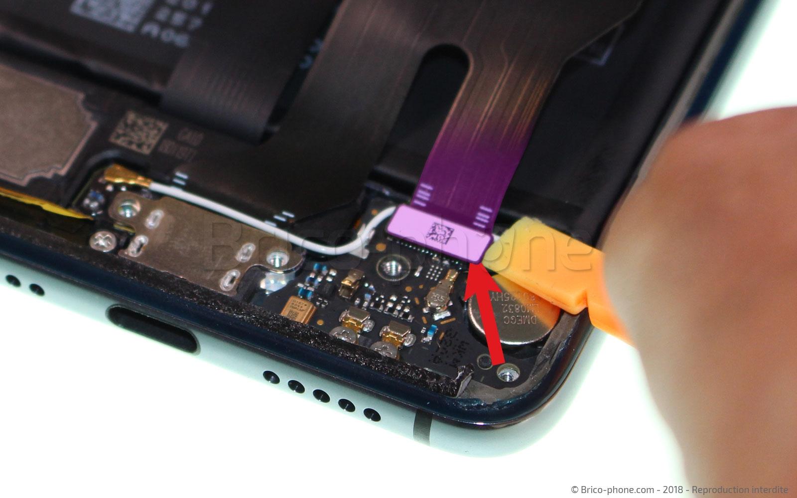 Etape 5 : Retirer la nappe USB / interconnexion