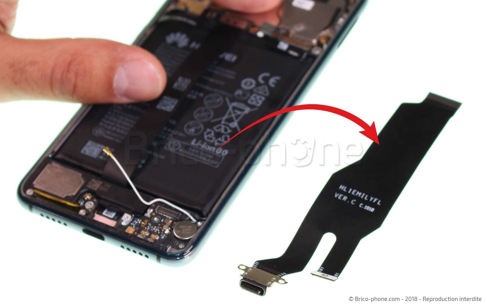 Etape 8 : Retirer la nappe USB / interconnexion