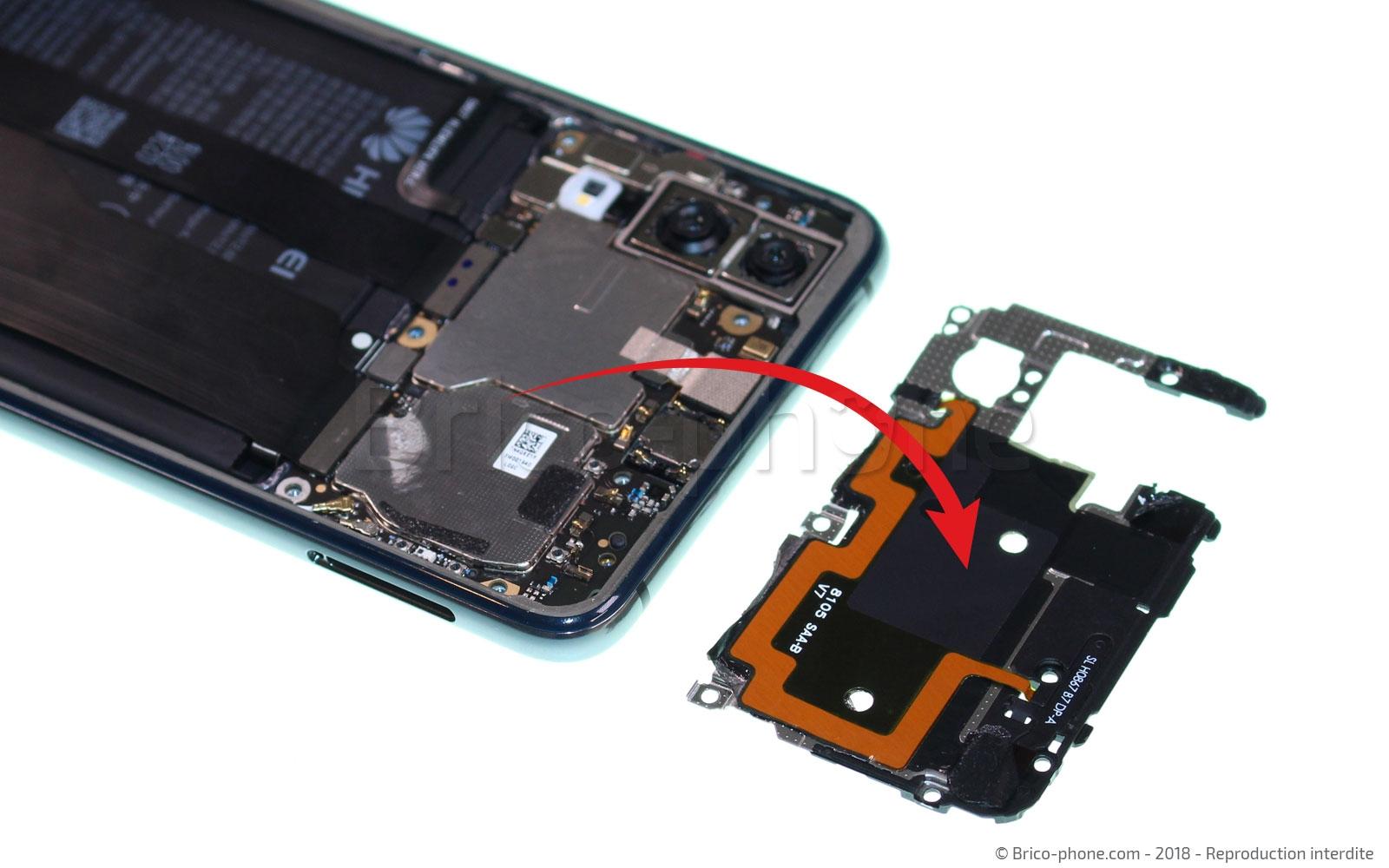 Etape 5 : Enlever l'antenne NFC et le cache carte mère