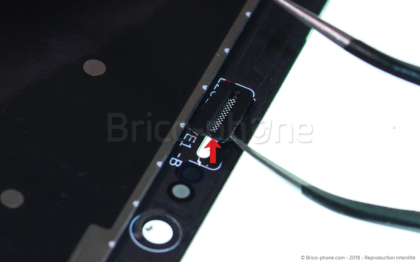 Etape 11 : Sortir la grille de l'écouteur interne