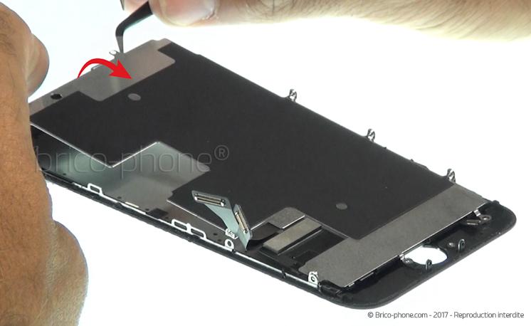 Etape 18 : Retirer la plaquette LCD