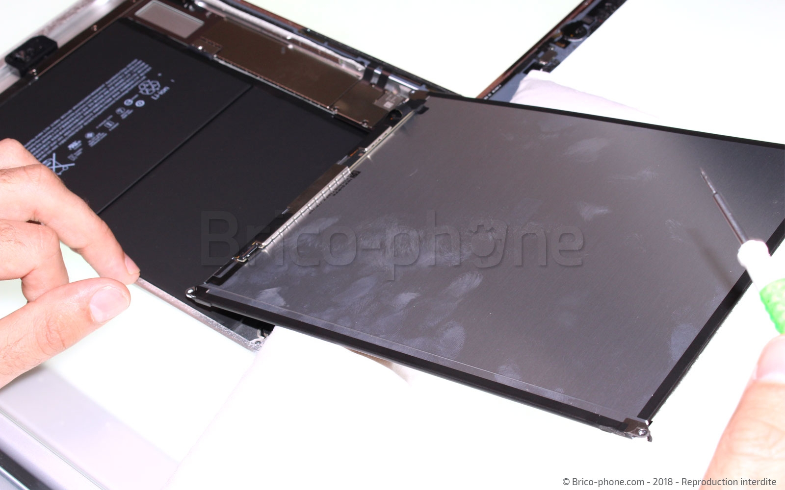 Etape 7 : Sortir l'écran LCD