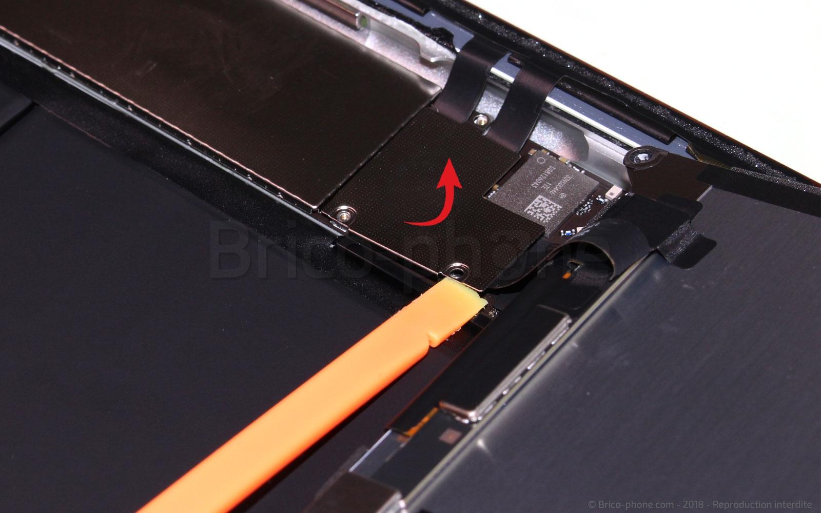Etape 9 : Déconnecter et retirer l'écran LCD