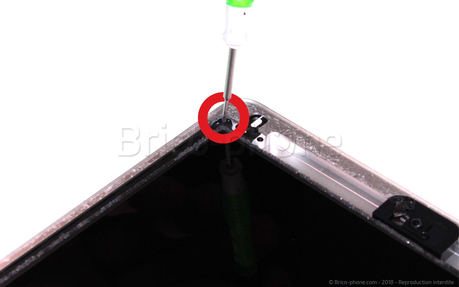 Etape 5 : Dévisser l'écran LCD