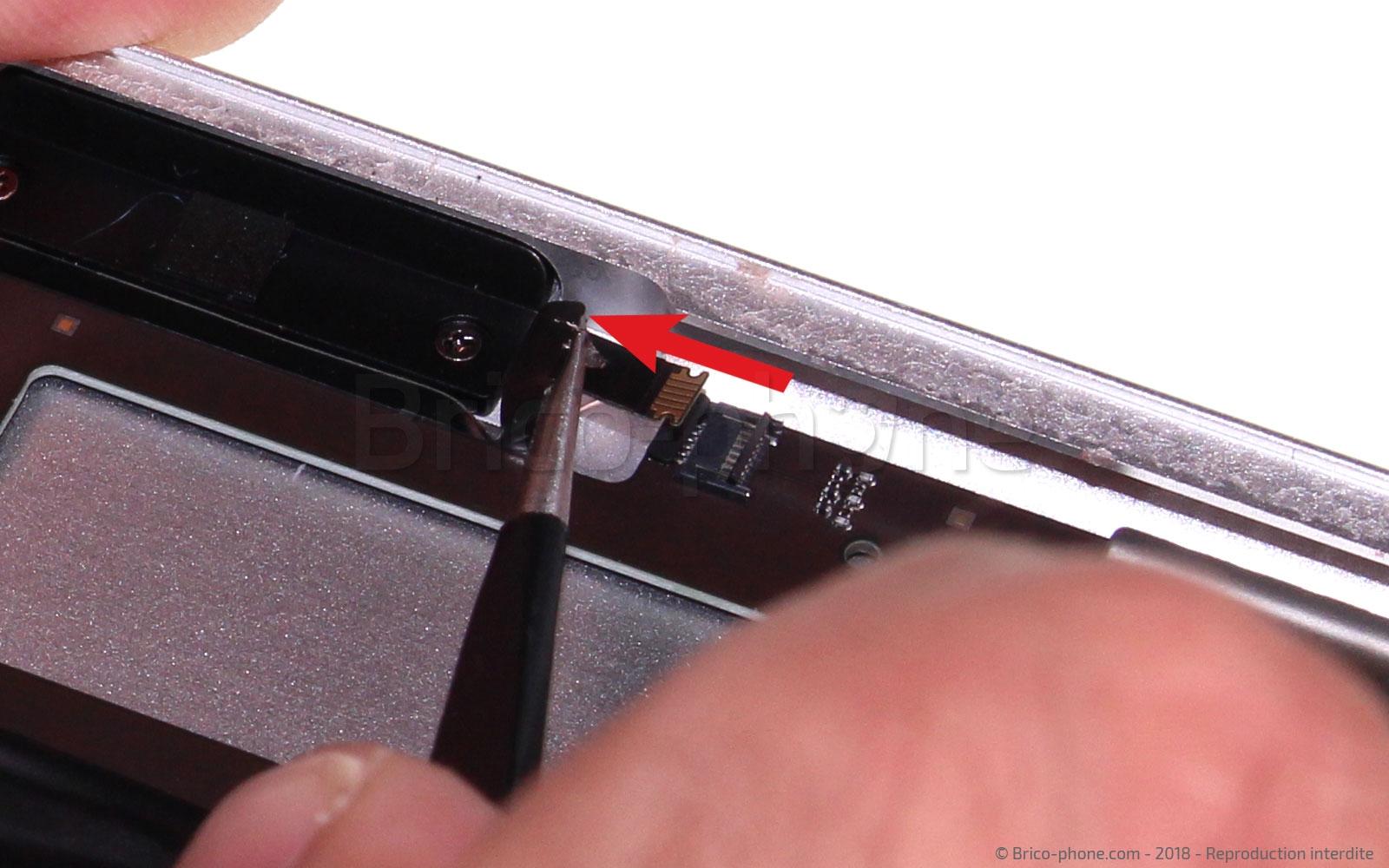 Etape 15 : Déconnecter la nappe volume power