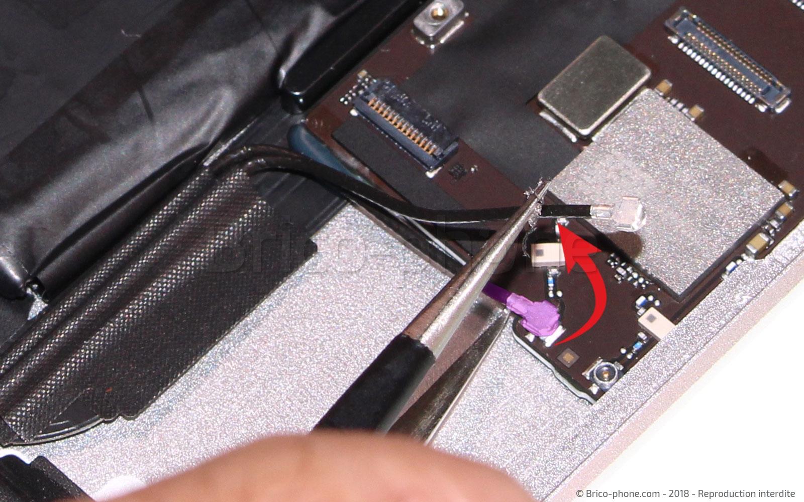 Etape 16 : Déconnecter les câbles coaxiaux